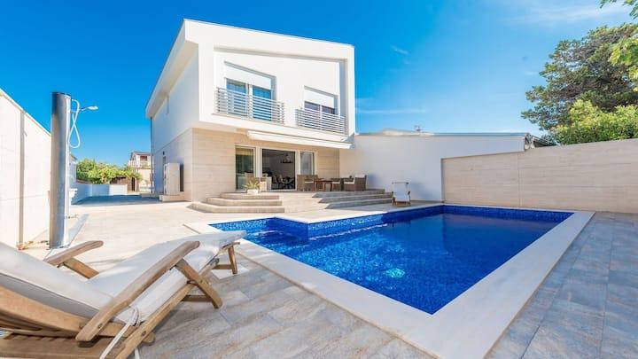 Villa Ema with pool and sauna