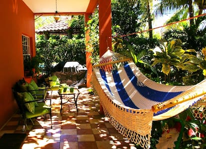 Private Room within a Nice Home  - La Libertad, El Salvador - Huis