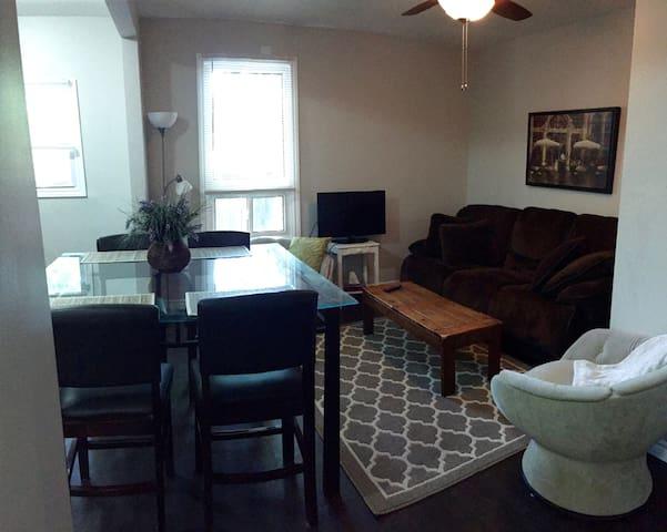 Stylish Apartment Near Downtown!