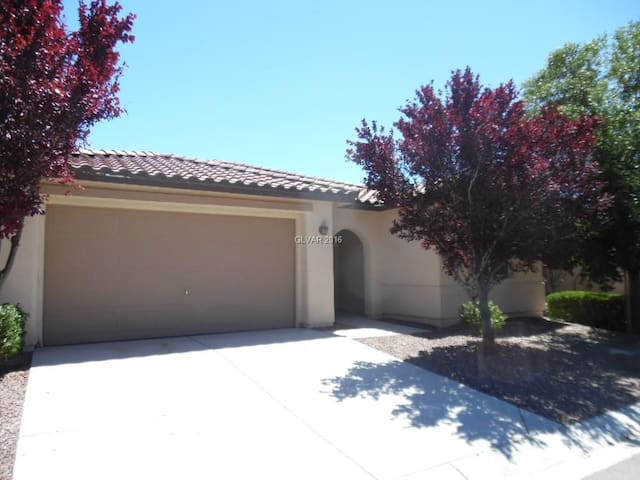 Pahrump Retreat at Mountain Falls near FrontSight - Pahrump - Casa