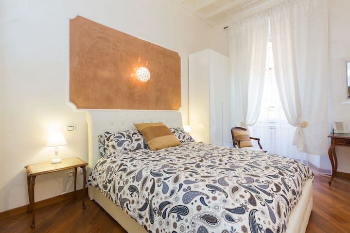 Trevi Fountain & Spanish Steps - Luxury Suite x4!