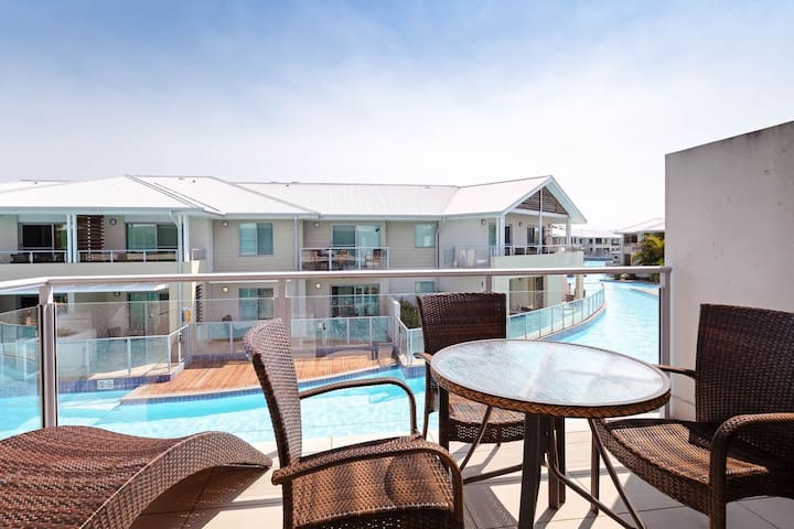 Oaks Pacific Blue, 245/265 Sandy Point Rd - air conditioned unit with resort facilities and linen supplied