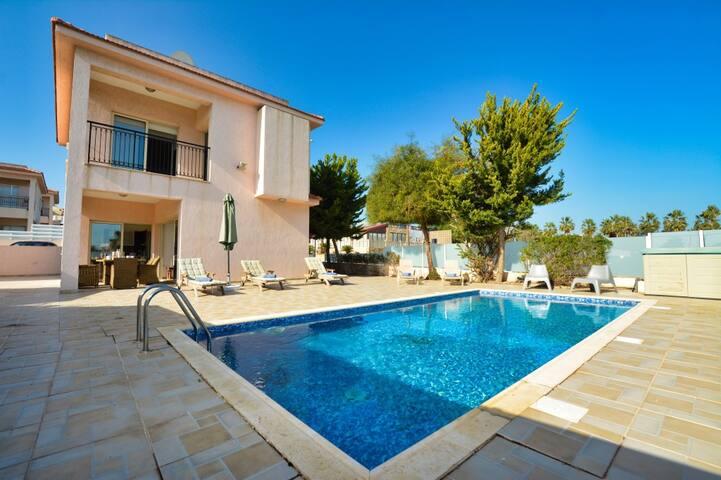 Villa Kelsi, Modern 3BDR Pernera Villa