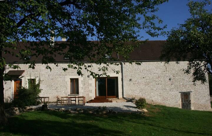 Ancienne ferme restaurée en Bourgogne pour 12 per.
