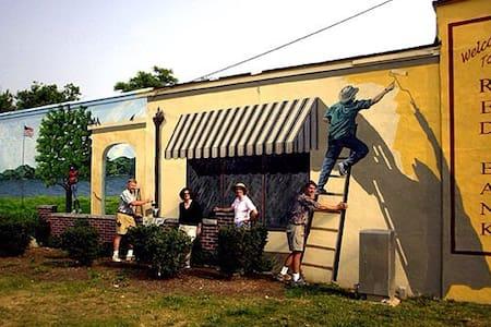 Craftsman Cottage -Sunny 2 br in town - Red Bank - Ev