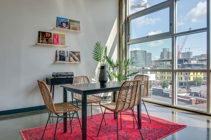 Cool Condo in the ❤️ of the Gulch!  Downtown!