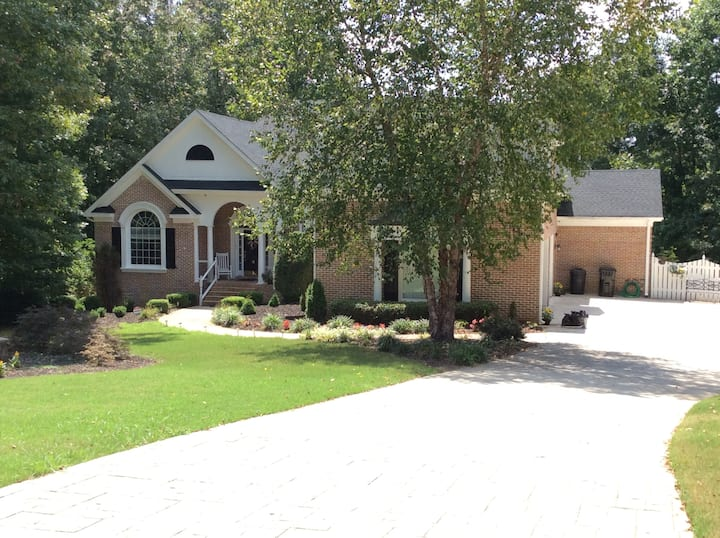 Beautiful, Executive Home in Cumming, GA!