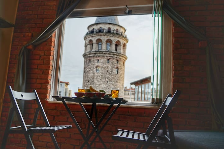 Historical Flat Right in front of the Galata Tower - Beyoğlu - Huoneisto