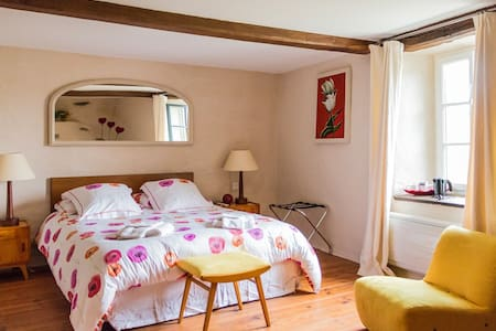 Chambre familiale Coquelicot (3 pers) /Ch. d'hôtes - Bed & Breakfast