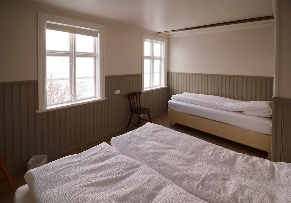 Room with double bed and one single bed it is also possible to have 3 single beds.