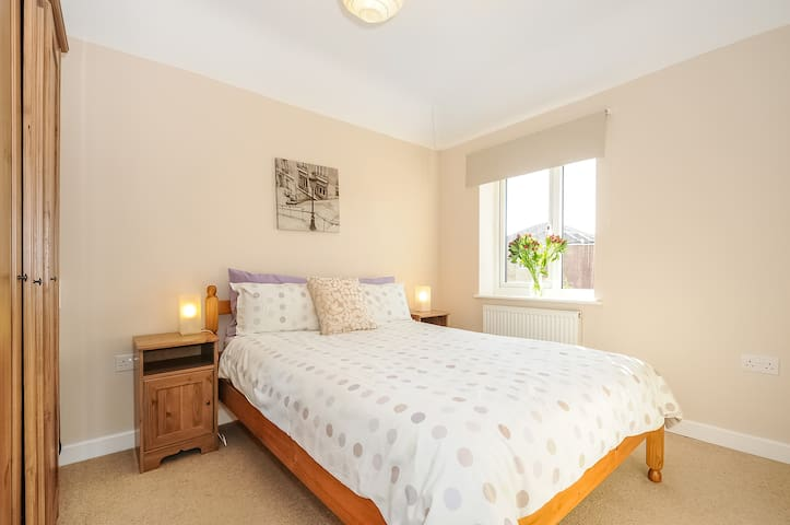 Headington One bed apartment OXJCHR1 Serviced Let - Oxford - Daire
