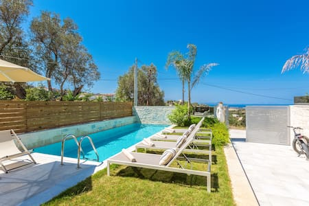 Villa Hera, mythical aura! Heated pool! - Kirianna