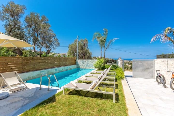 Villa Hera, mythical aura! Heated pool & Jacuzzi!