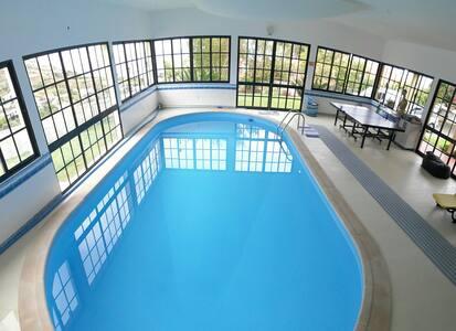 House pc / piscina de interior