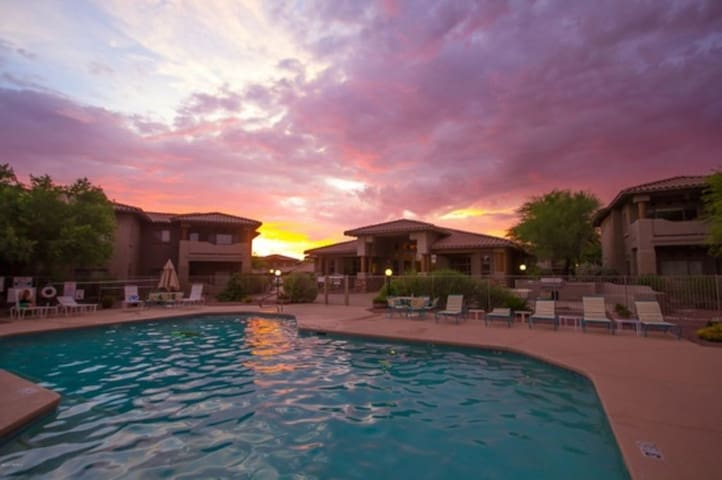 Beautiful Pool-Side Golf Community Condo