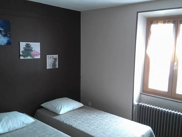 Triple room-Shared Bathroom-Standard-Street View-Chambre de 3 personnes
