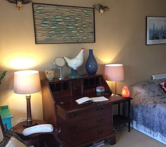 Centrally located, private room with own bathroom. - Totnes - บ้าน