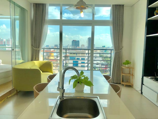 1BR, Luxury design, rooftop pool/Ben Thanh market.