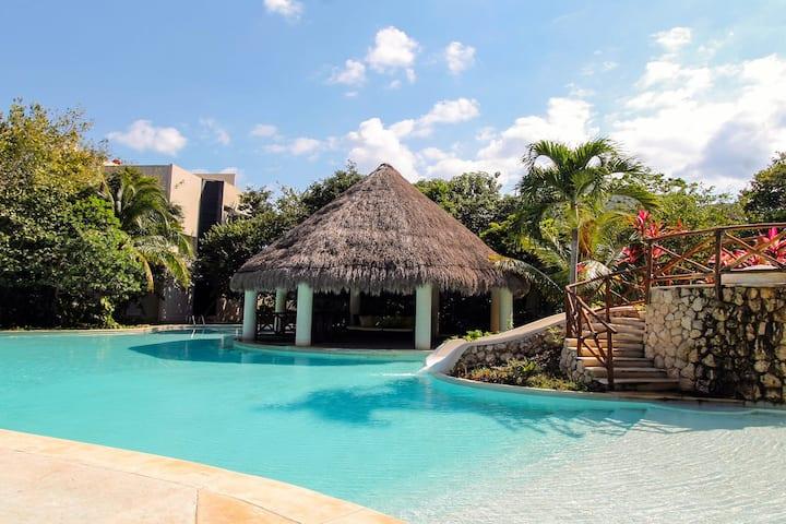 Spacious villa w/ balcony, patio, strong WiFi, partial AC & shared pool, gym!