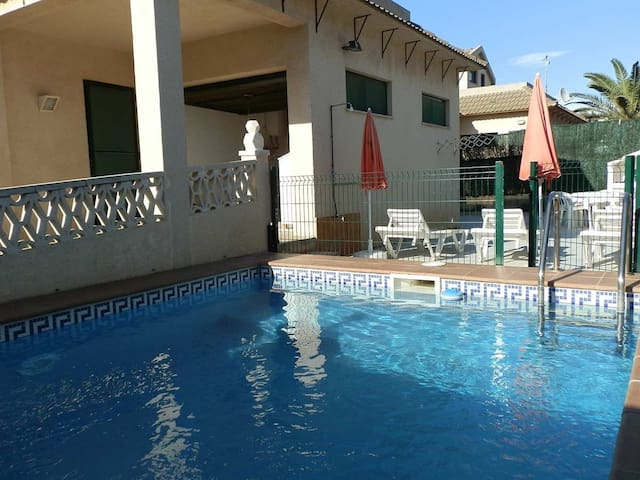 CASA SARA,Ideal house for your holidays near the sea, free wifi, air conditioning, private pool, pets allowed, dog's beach.