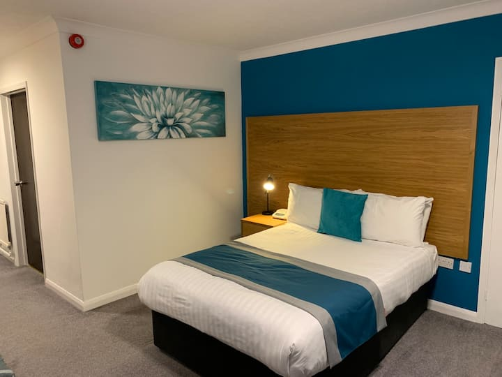 Ensuite Double Room - Dolphin Hotel