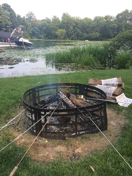 Overlook the water with a bon fire