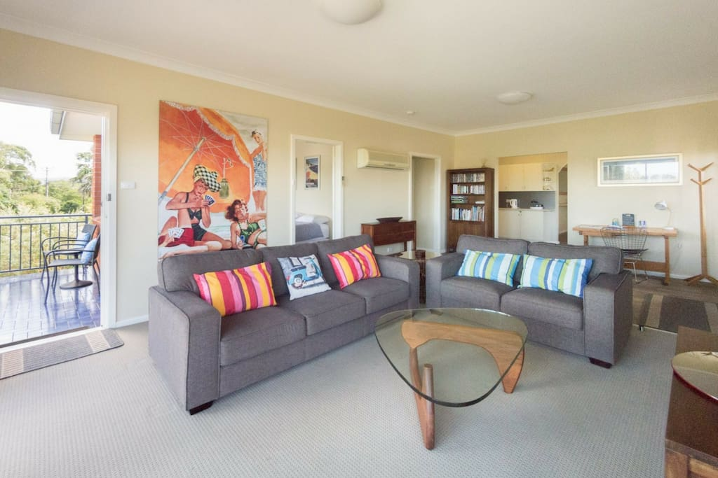 Spacious front living room with ocean views, balcony & TV with DVD + free Netflix