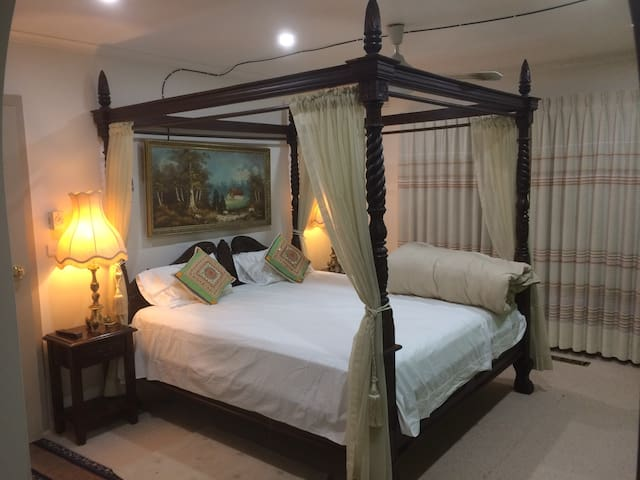 King Ensuite+pvt kchn, wifi, TV, AC, Parking