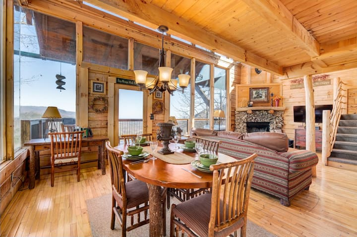 Luxurious cabin with wrap-around porch, game room, hot tub and mountain views