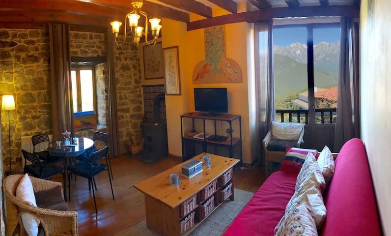 Cosy Apartment with Wi-Fi, Garden, Terrace and Pool