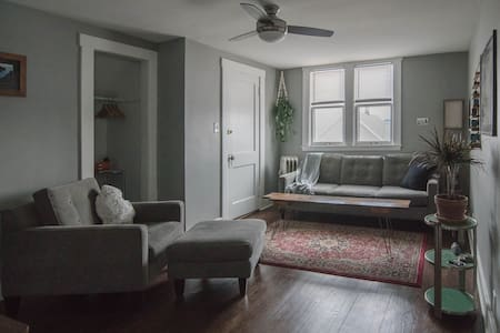 Handsome & Private Flat! Central! Off St. Parking