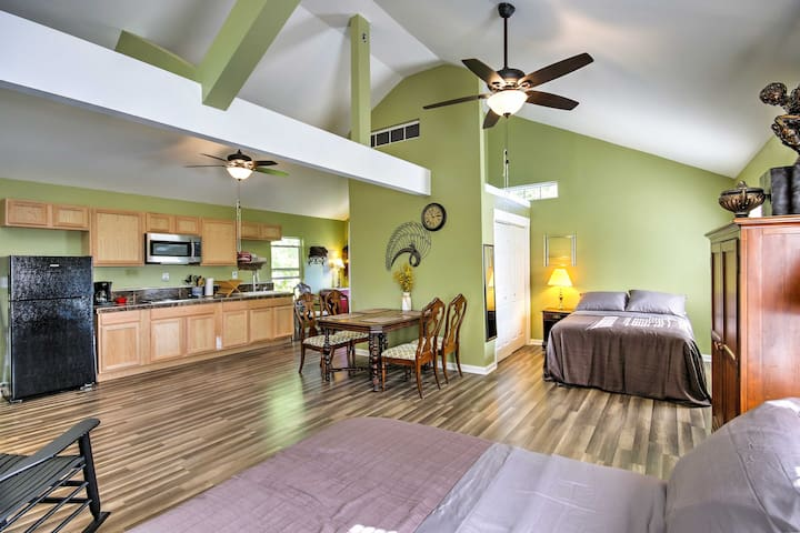 Located on the shores of Lake Murray, this studio is ideal for 4 guests.