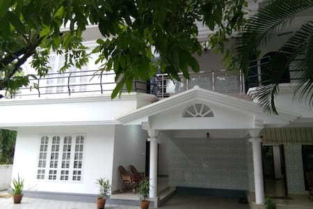 Aadens Home Stay Near Nedumbassery Cochin Airport