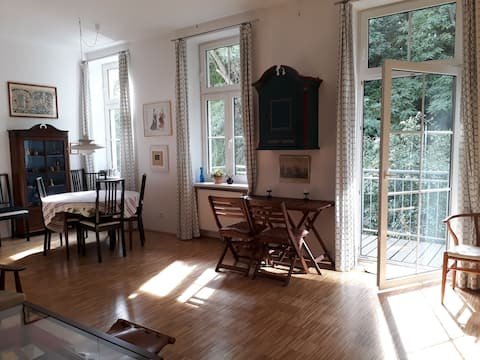 Elegant apartment 10 min. from center with balcony
