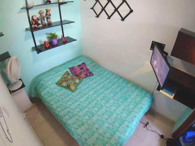 Cozy bedroom Cartagena near Getsemani w/breakfast