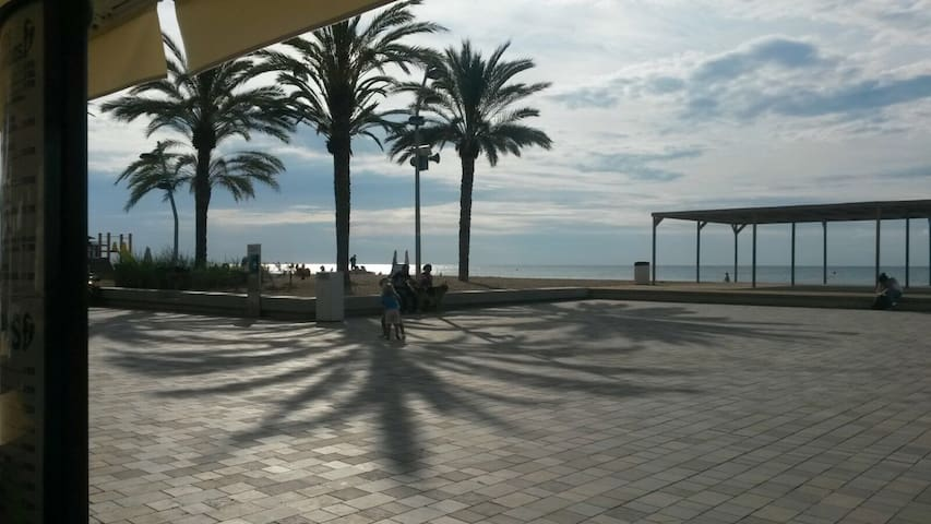 estudio ideal a 1 minuto de la playa - Calafell