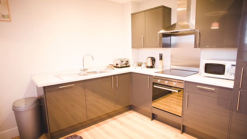 WOW - Stunning 2 Bed Flat In Central Location