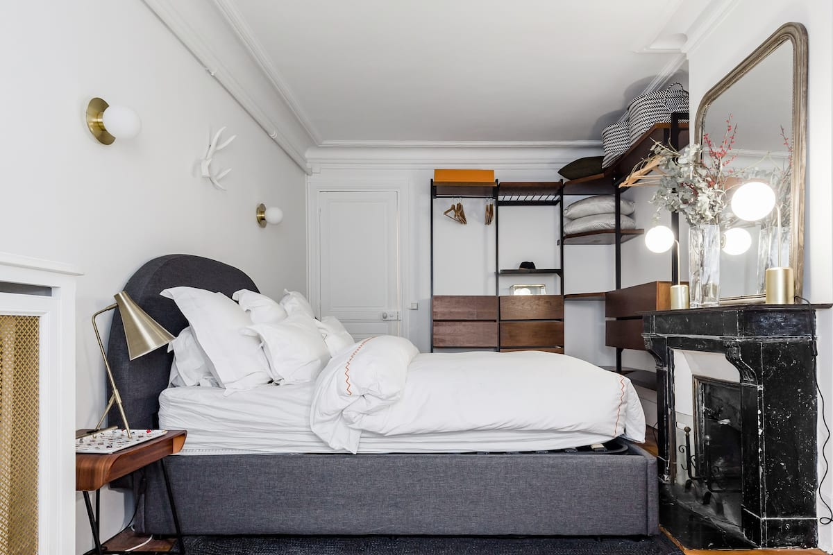 Retro Boutique Apartment in Updated Historical Space