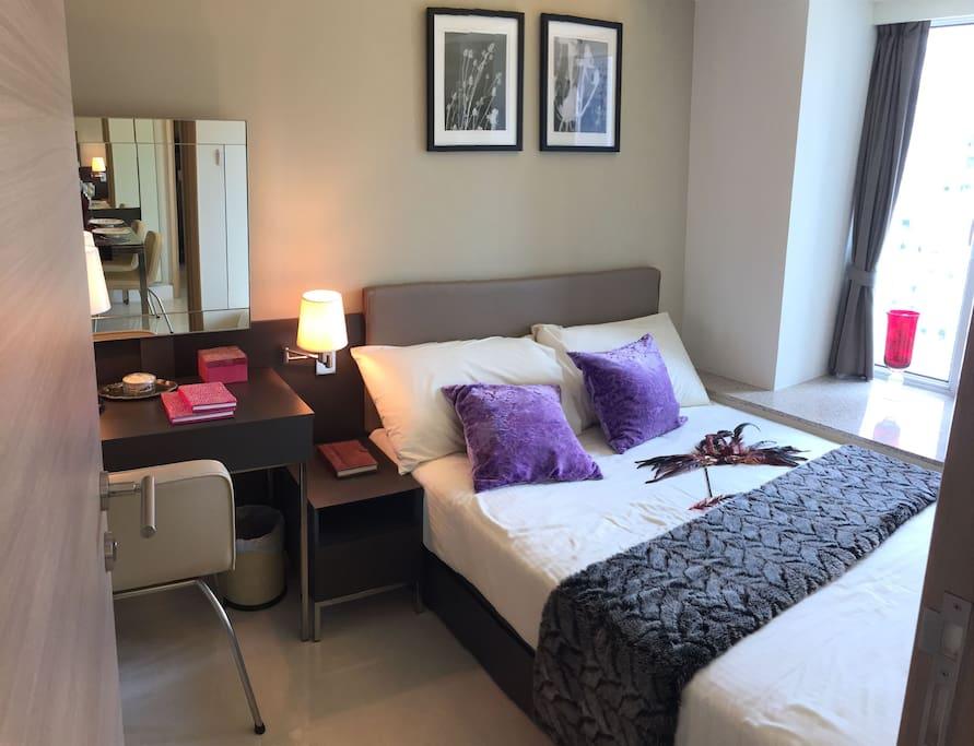 Queen bed, big room