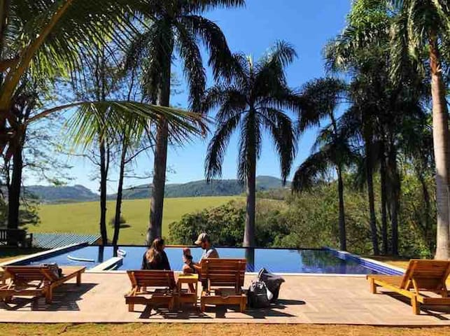 Villa verde, Chale lirio4, com vista p a montanha.