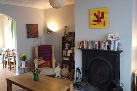 Quirky, bright home close to city centre and sea - Galway