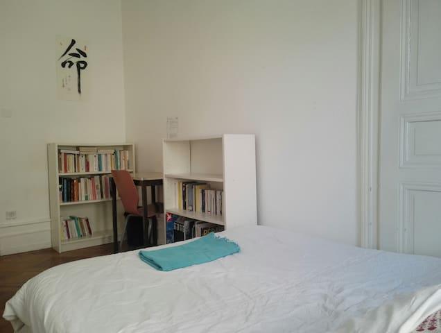 Chambre lit double cœur de Strasbourg