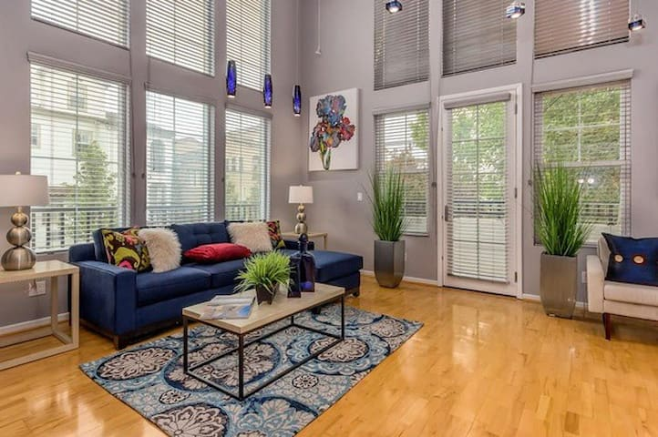 Loft apartment on light rail! - San Jose - Loft