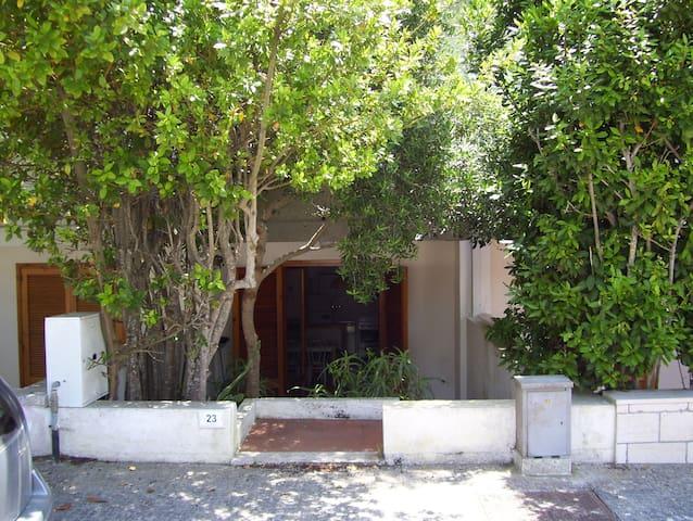 Gradevole casa a 500 m dalla costa adriatica - Santa Cesarea Terme - Townhouse