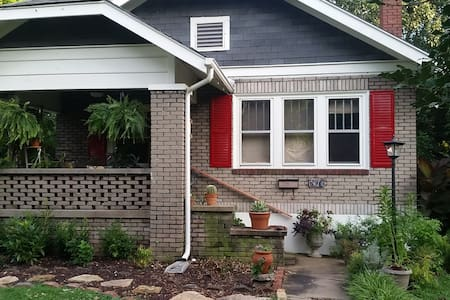 Bungalow near Historic Downtown - Springfield - Hus