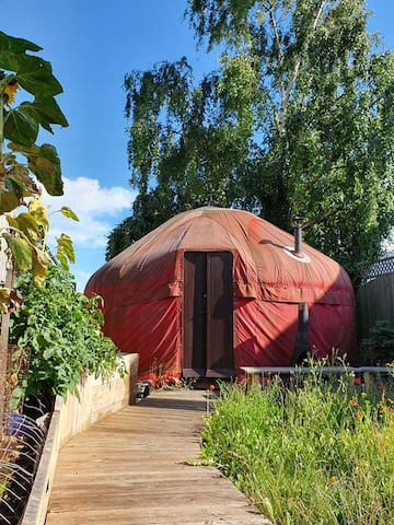 Idyllic yurt with hot tub