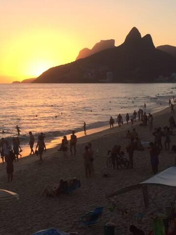 2 Bdrm Apt Next to Lagoon and metro - Rio de Janeiro - Leilighet
