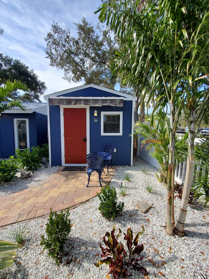 Cozy Acorn Cottage in Downtown Tarpon Springs