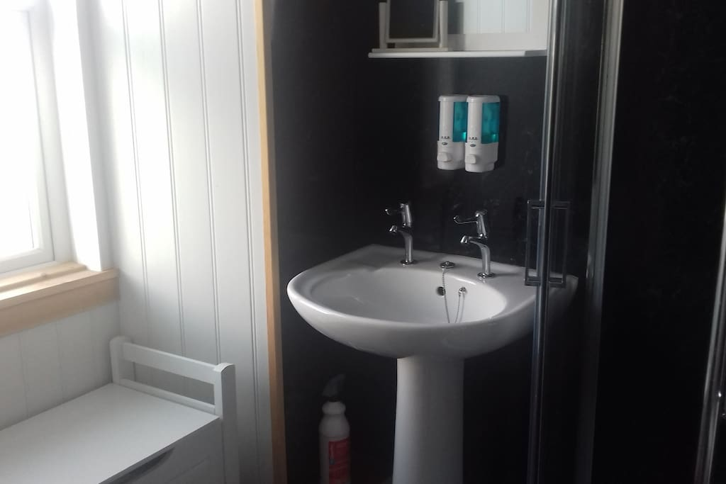Shares bathroom with other twin room
