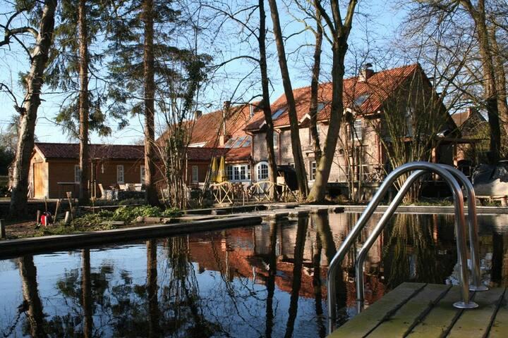 Bastrinke Sports and Recreation Resort with Bar